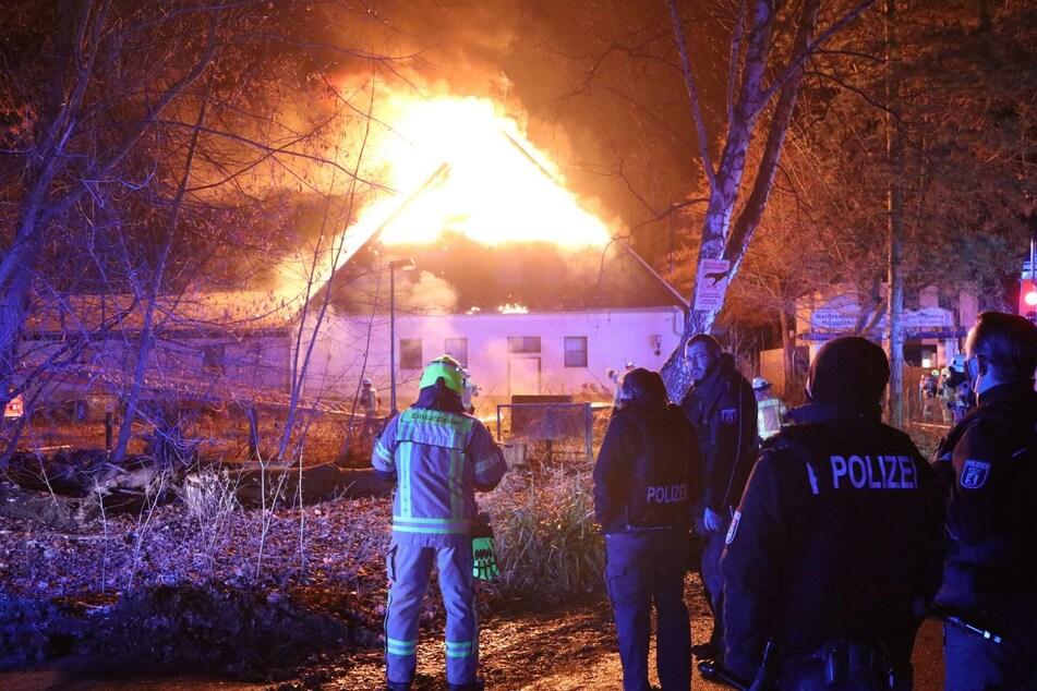 85 Feuerwehrleute sind im Einsatz.