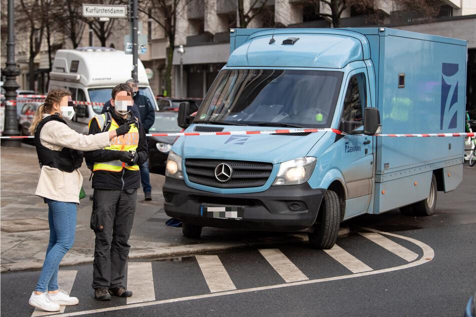 Wachleute, die auf diesen Transporter aufpassten, wurden im Februar überfallen.