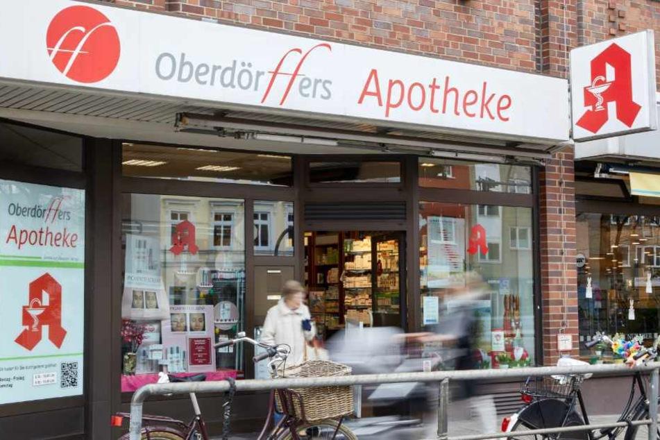 Sie betreibt Hamburgs älteste Apotheke, die sich an der Hoheluftchaussee befindet.