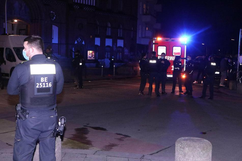 Einsatzkräfte sind vor Ort im Wrangelkiez in Berlin-Kreuzberg.