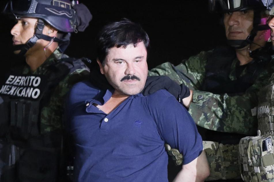 """2016, Mexiko: Der Drogenboss Joaquin Guzman Loera """"El Chapo"""" wird von mexikanischen Soldaten mit einem Militärhubschrauber zum Hochsicherheitsgefängnis Altiplano zurückgebracht."""