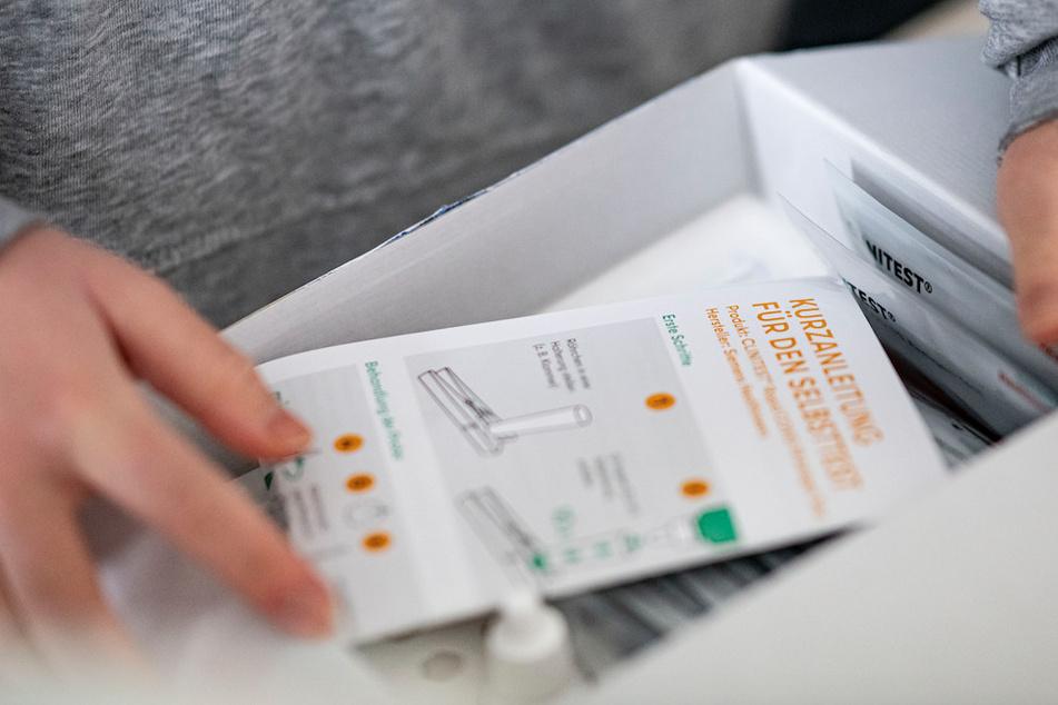 Die Schnelltests sollen für Schüler und NRW-Landesbedienstete gekauft werden.