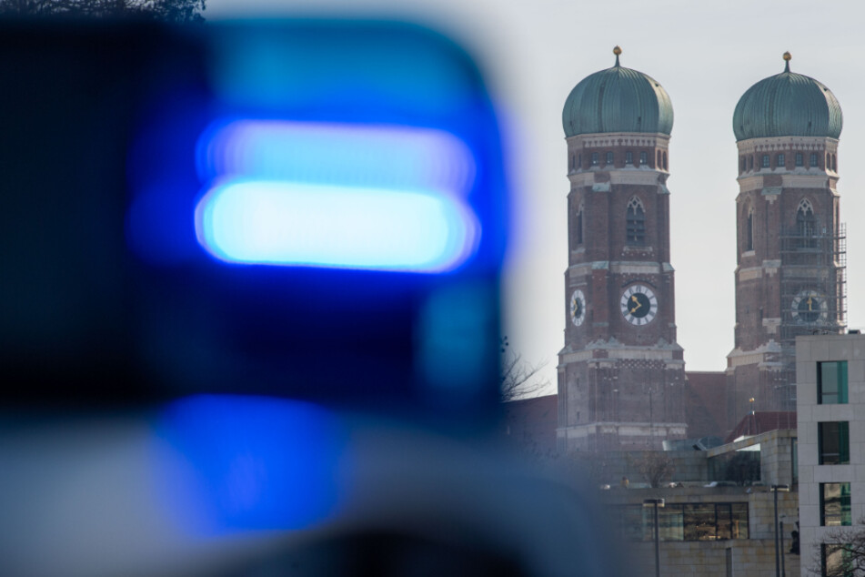 München: Junge Frau an Badesee vergewaltigt, Polizei fahndet nach Täter
