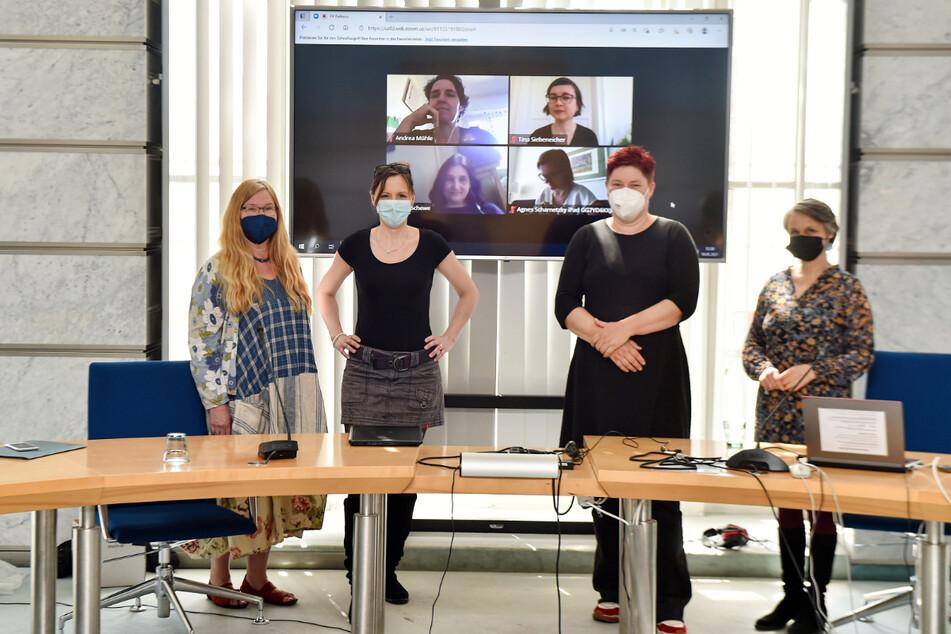 Anja Apel (61, Linke), Anke Wagner (39, CDU), Dana Frohwieser (44, SPD) und Kati Bischoffberger (52, Grüne, v.l.) fordern bessere Umgangsformen im Stadtrat.