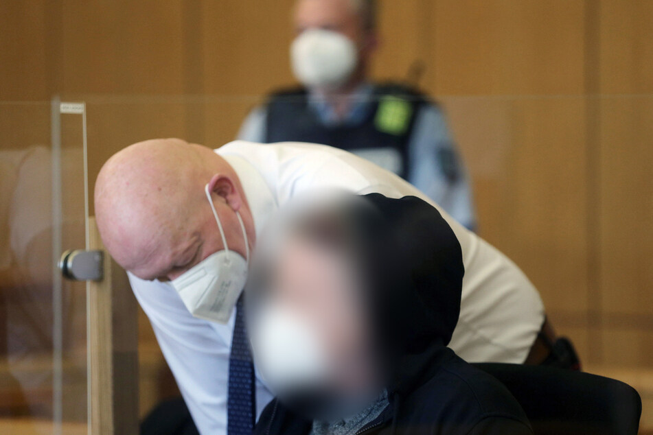 Der 51-jährige Angeklagte wurde am Dienstag zu einer lebenslangen Freiheitsstrafe verurteilt.