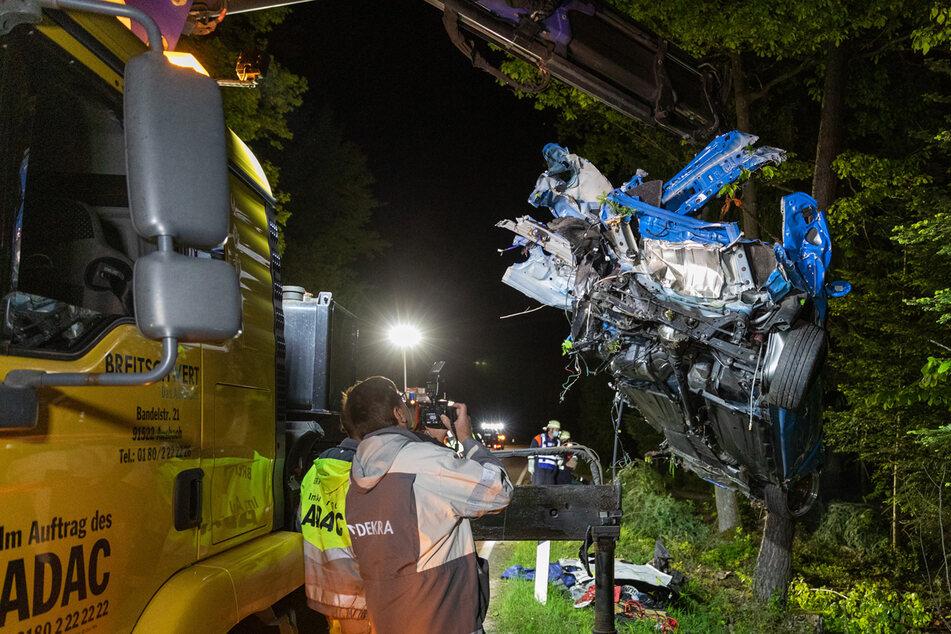 Tragischer Fahrfehler: 26-Jähriger stirbt in zerfetztem Autowrack