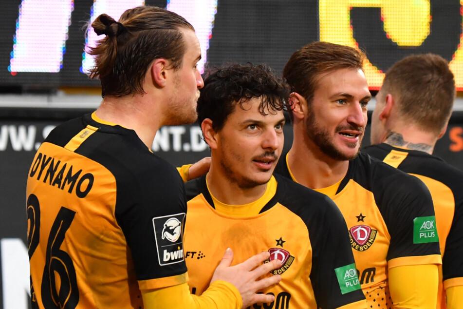 Sebastian Mai (27, l.), Philipp Hosiner (31, M.) und Pascal Sohm (29, r.) wissen nun, wann der Nachholer gegen den SV Wehen Wiesbaden steigt.