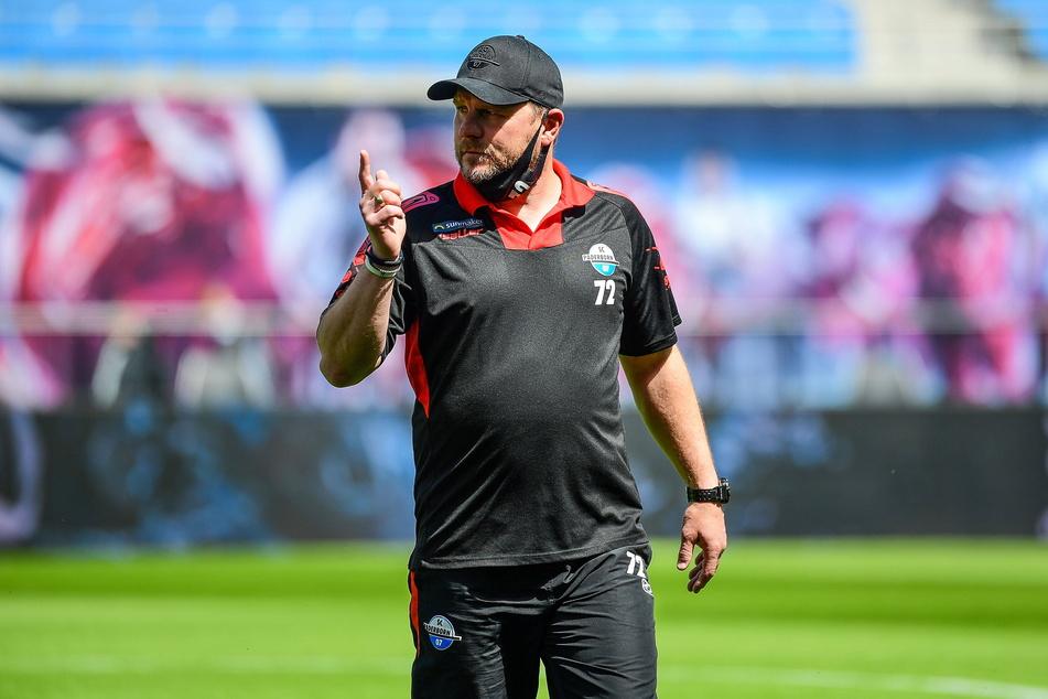 Coach Steffen Baumgart (49) schaffte in den Spielzeiten 2017/18 und 2018/19 mit dem SC Paderborn den Durchmarsch von der 3. Liga in die Bundesliga, stieg in der vergangenen Serie mit den Ostwestfalen aber gleich wieder ab.