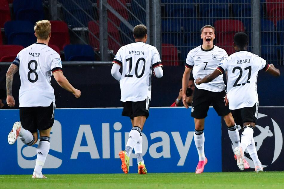Florian Wirtz (2.v.r.) schoss Deutschlands U21 mit einem Doppelpack ins EM-Finale!