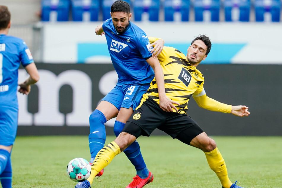 Ishak Belfodil (29/l.) im Zweikampf mit Dortmunds Mats Hummels. Bei Hertha soll der Algerier Jhon Cordoba ersetzen.