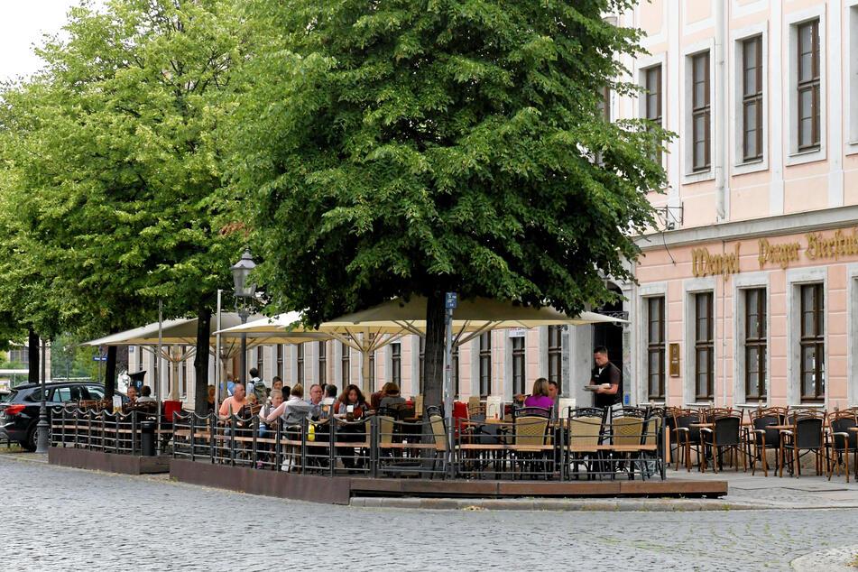 In der Königstraße wurden schon vor Jahren Parkplätze zu Biergärten umfunktioniert.