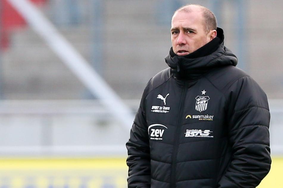 Machte auf der Pressekonferenz nach der Pleite gegen Magdeburg seinem Unmut Luft: FSV-Coach Joe Enochs.