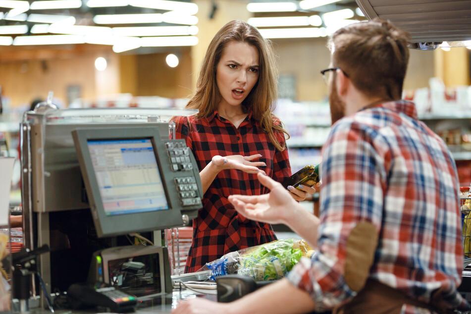 Eine Frau wollte in dem Supermarkt Klopapier kaufen und wurde dabei ausfallen. (Symbolbild)