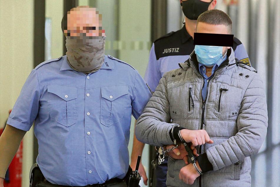 Ayham I. (24) auf dem Weg zum Prozess im Landgericht Dresden.