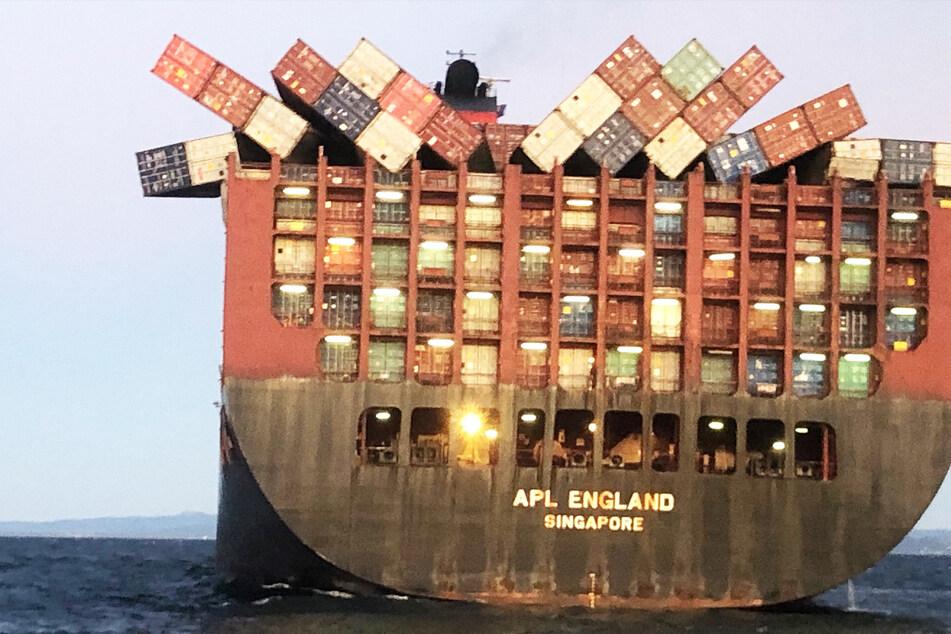 Masken am Strand angespült: Schiff verliert 40 Container!