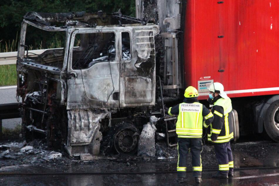 Das Führerhaus des Lastwagens wurde bei dem Brand komplett zerstört.
