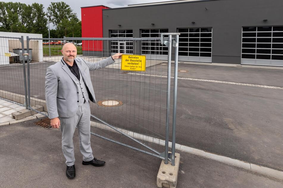 Stadtrat Nico Köhler (44, AfD) kritisiert, dass der Bau der neuen Rettungswache an der Bornaer Straße viel zu lang dauerte.