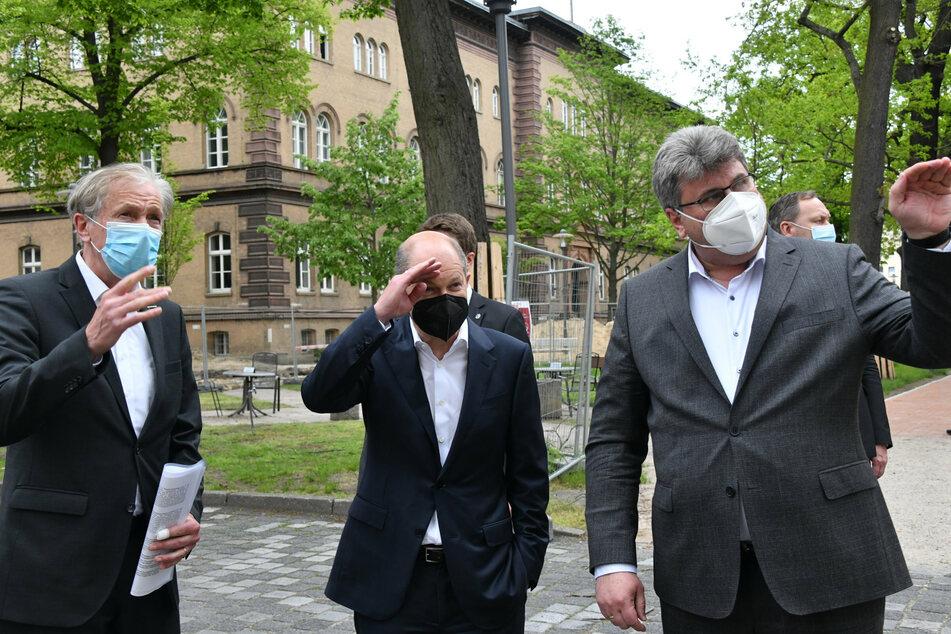 Bundesfinanzminister Olaf Scholz (62, SPD, M.) besucht auf seiner Wahlkampftour das Oberlinhaus.