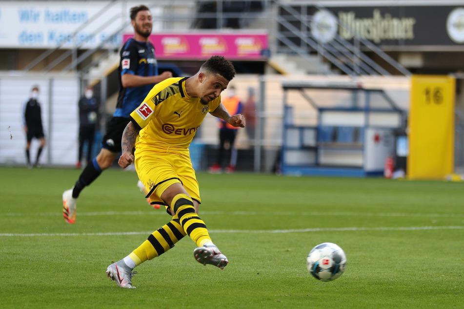 Dortmunds Jadon Sancho (l) bei einem Fußballspiel.