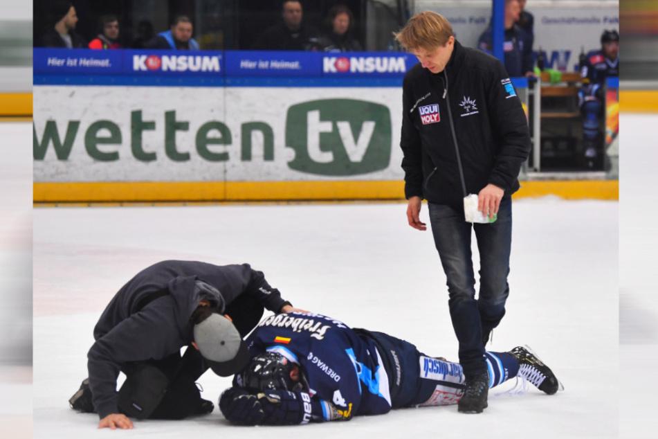 Verteidiger Steve Hanusch lag nach einem Check auf dem Eis. Der Eislöwe hat sich an der Schulter verletzt.