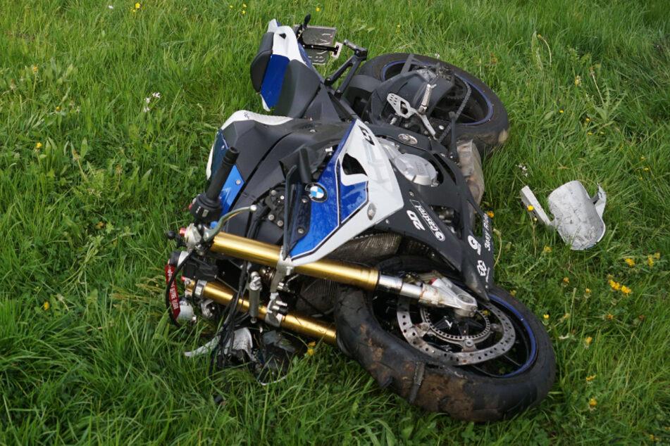 Motorradfahrer (†21) verunglückt nach Fahrfehler tödlich