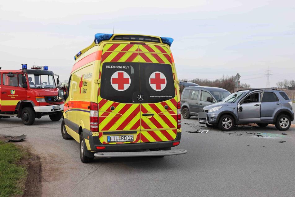 Im Einsatz sind Polizei, Krankenwagen und Feuerwehr.