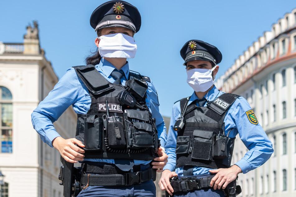 Polizisten sollen neue Masken erhalten.