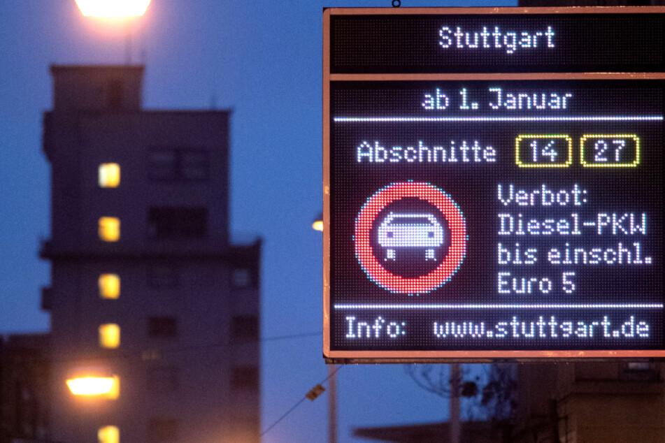 Fahrverbote für Euro-5-Diesel: Stuttgart stellt Schilder auf