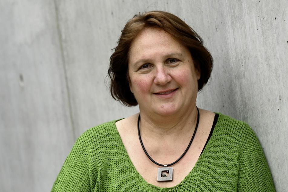 Theresa Schopper (60, Grüne), designierte Kultusministerin in Baden-Württemberg, steht vor dem Landtag.