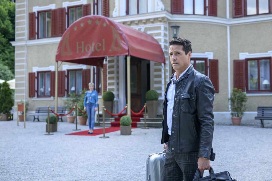 Sturm der Liebe sagt adé: Dirk muss enttäuscht den Fürstenhof verlassen.