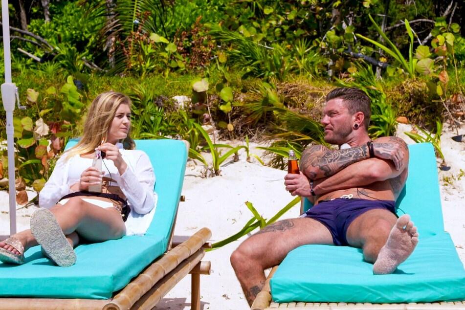 Hanna (23) und Till (32) warten am Strand auf den Einzug eines weiteren Ex-Partners.