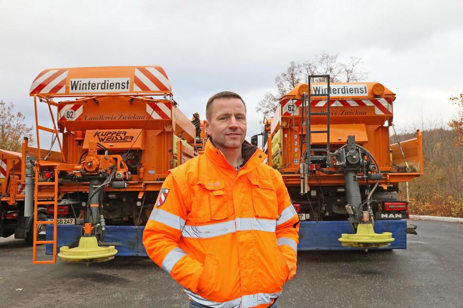 Norman Uhlig (40) arbeitet seit 1997 bei der Straßenmeisterei Zwickau. Er kennt die kritischen Räum- und Streu-Stellen und ist seit 2010 Meisterei-Chef.