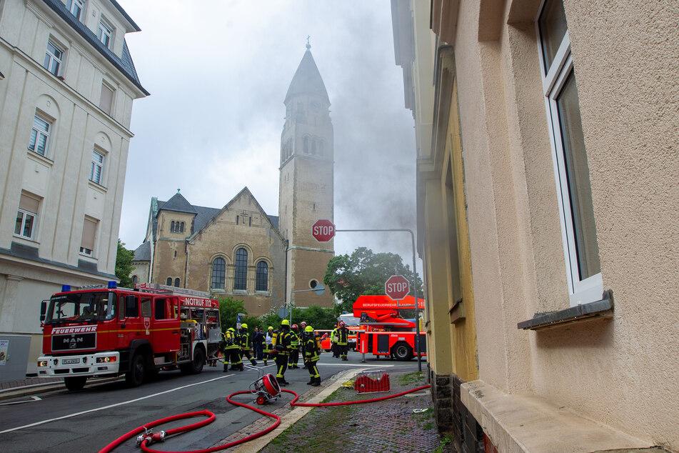 Das Feuer war am Freitagvormittag in einem Haus in der Morgenbergstraße, direkt an der Markuskirche ausgebrochen.