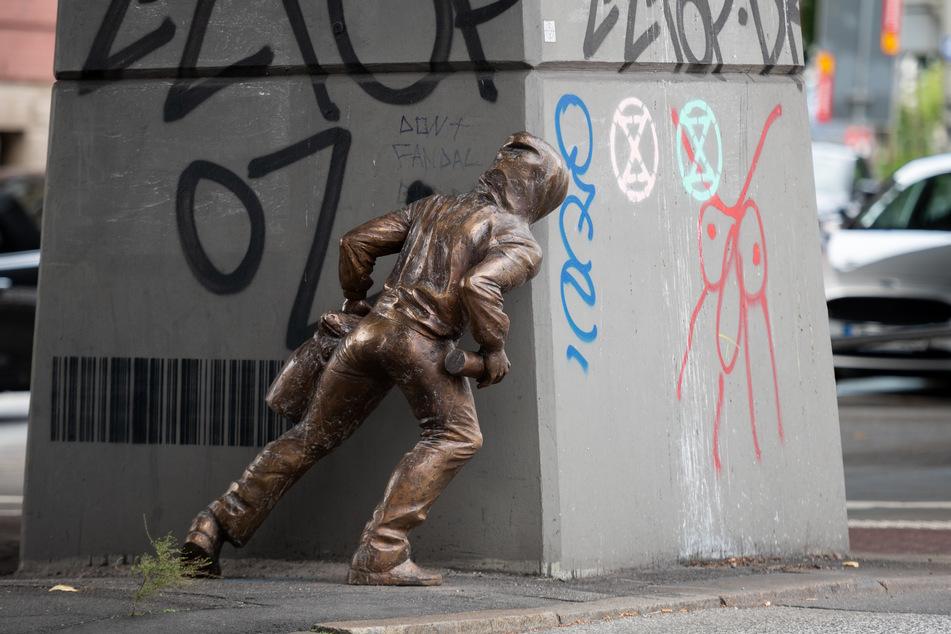 Wie schon in Bremen ist nun auch in Hamburg eine Bronzeskulptur unklarer Herkunft aufgetaucht.