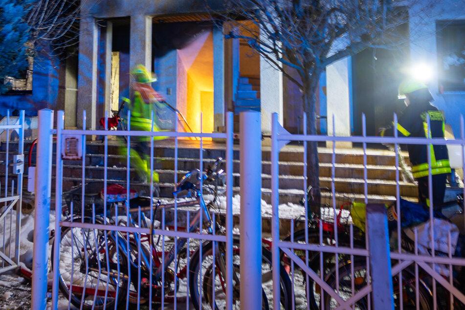 Frankfurt: Wohnungsbrand in Frankfurt führt zu Großeinsatz der Feuerwehr
