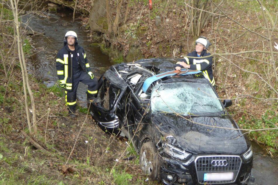 Nach Bruchlandung in einem Bach: Audi-Fahrer muss ins Krankenhaus