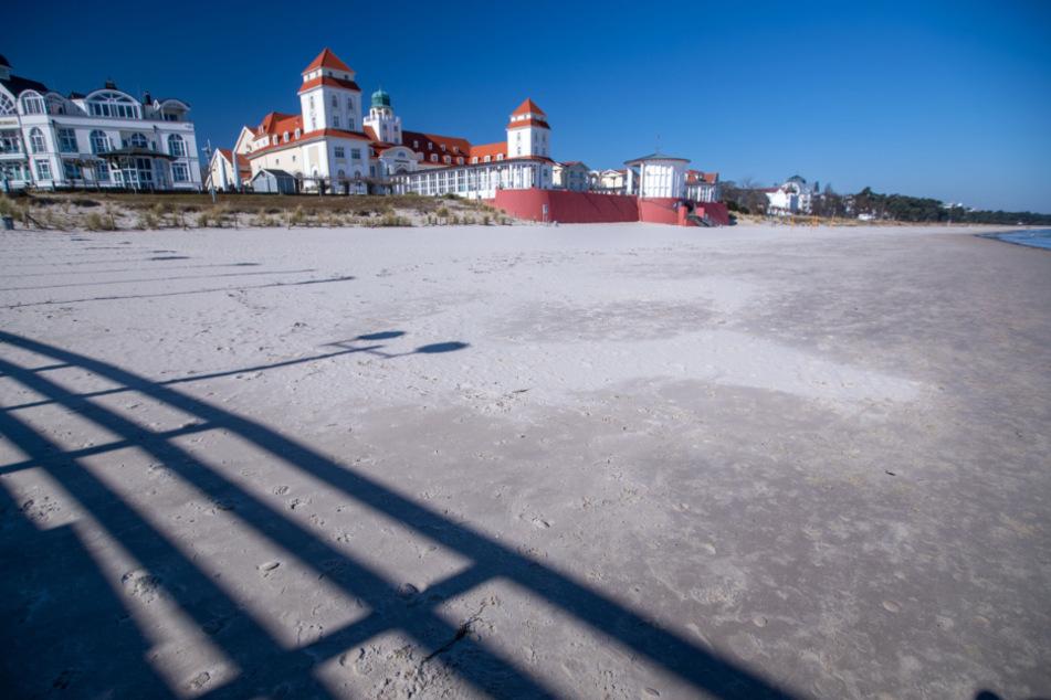 Ausflüge zu den Ostseeinsel Rügen, wie hier in Binz, sind als Tagesausflug für die Einwohner von Mecklenburg-Vorpommerns erlaubt.