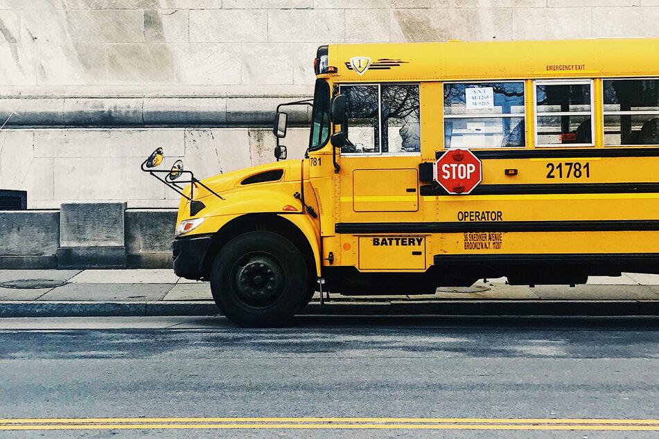 Eine Schlägerei in einem Schulbus eskalierte. (Symbolbild)
