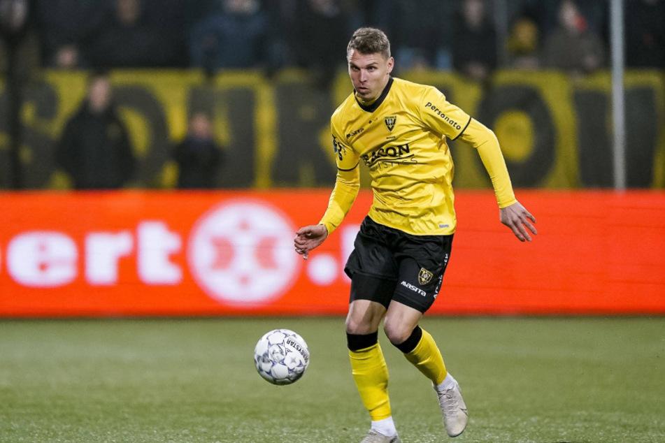 Am Ball: Tobias Pachonik (25).