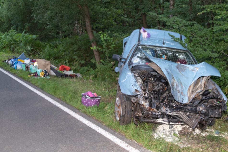 Die Front des Wagens wurde komplett zerstört.