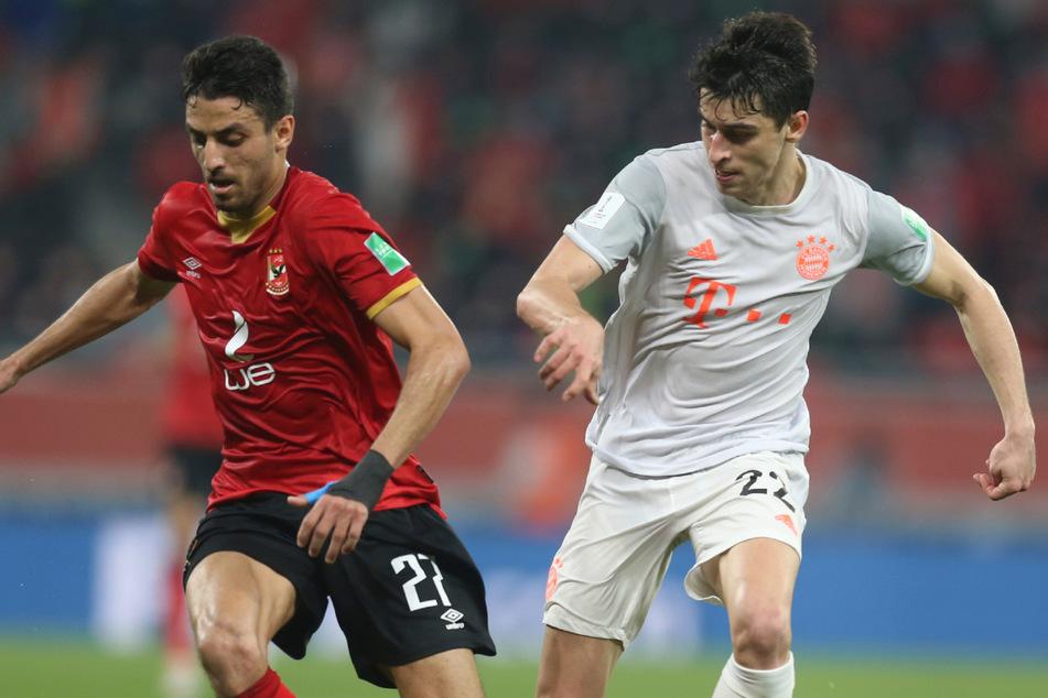 Wie geht es für Marc Roca (24, r.) weiter? Ein Abschied vom FC Bayern München ist für den Spanier laut seinem Berater derzeit kein Thema.