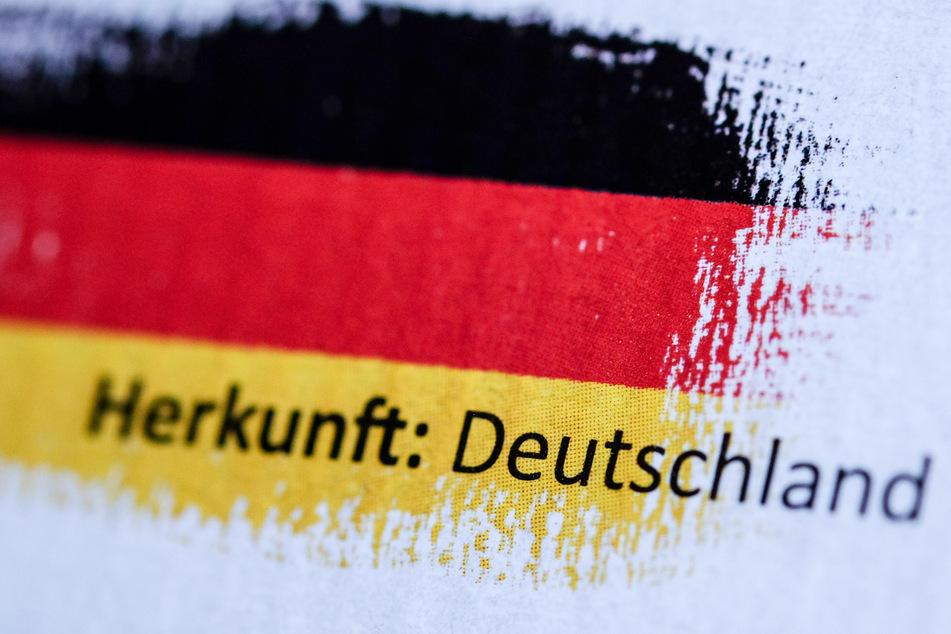 """""""Herkunft: Deutschland"""" steht auf einer Verpackung. Die Corona-Krise macht Deutschlands Exportunternehmen zu schaffen."""