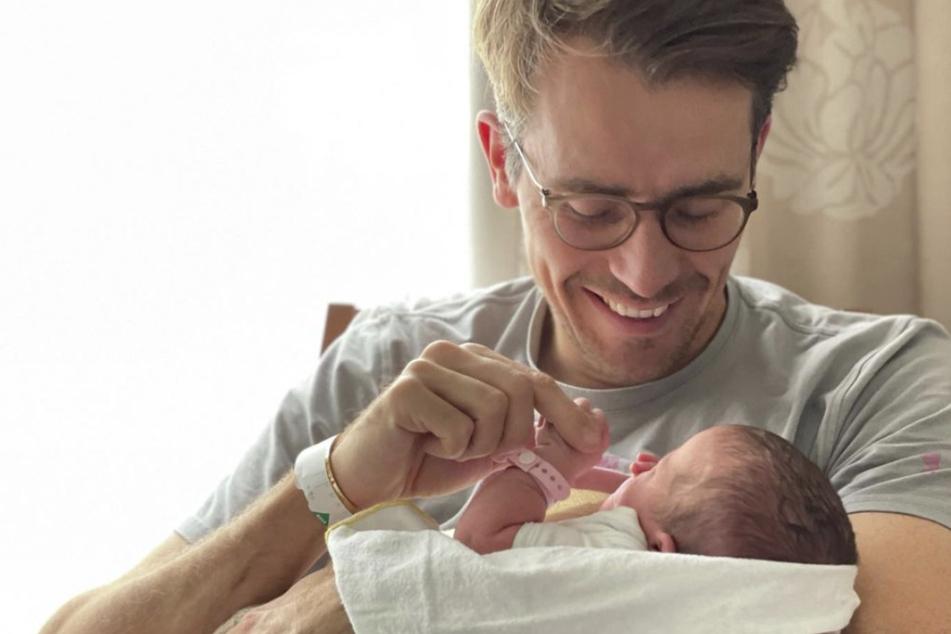 Dr. Johannes Wimmer (38) ist erneut Vater einer Tochter geworden.