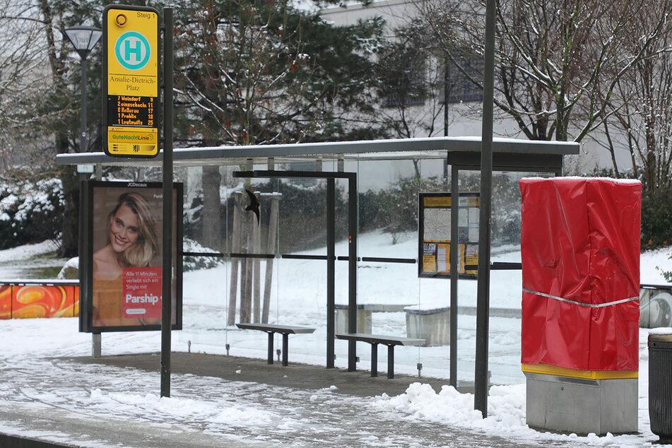 Böllerei an DVB-Haltestellen: Mehrere Fahrkartenautomaten gesprengt