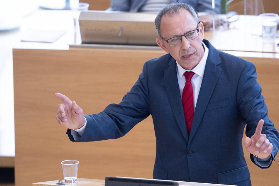 AfD-Chef Jörg Urban (57) bemängelt den fehlenden Willen der Regierung, die Grundrechte vollends wiederherzustellen.