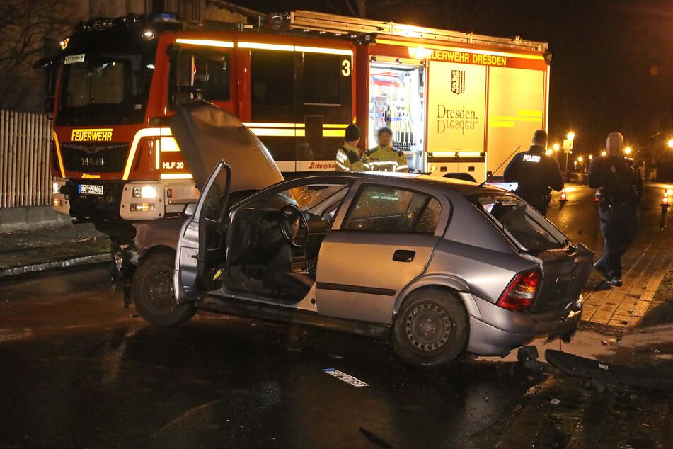 Vollgepumpt mit Amphetaminen setzte ein Opelfahrer (27) im Februar sein Fahrzeug in Kleinzschachwitz gegen eine Mauer, erlitt dabei leichte Verletzungen.