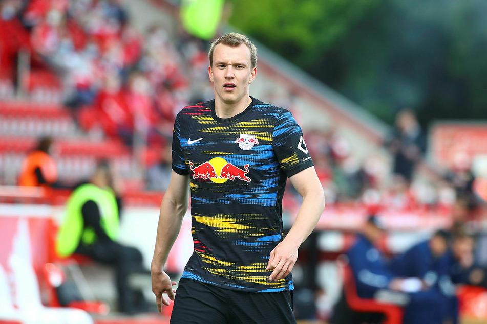 Deutschlands Rechtsverteidiger Lukas Klostermann (25) und der Rest des Teams reagierten schnell und sendeten Eriksen ein Foto.