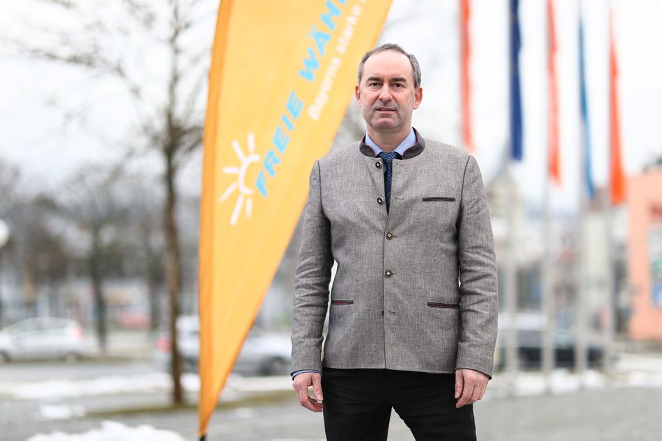 Hubert Aiwanger (50, Freie Wähler) will in der Coronavirus-Krise möglichst bald Öffnungsschritte für die Gastronomie erwirken.