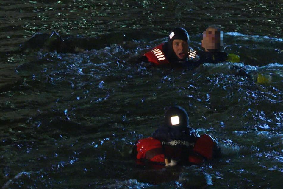 Feuerwehr rettet verwirrten Mann aus Alsterfleet