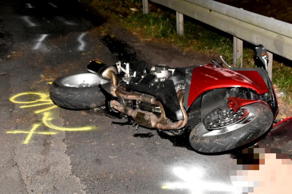Ein Motorradfahrer ist bei einem tragischen Unfall in Brandenburg ums Leben gekommen.